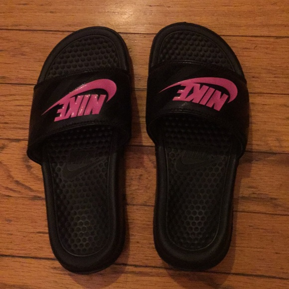 Girls Grade School Pink   Black Nike Slides Size 5 3e2eff9e5